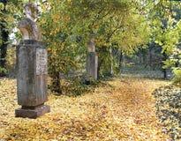 Poety aleja Macea, Arad, Rumunia - Uniwersytecki ogród botaniczny «Pavel Covaci «- obrazy royalty free