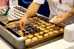 微型薄煎饼poffertjes 库存图片