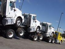 pogarbione ciężarówki. obraz stock