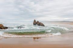 Pogoda sztormowa przy plażą blisko Buffelsbaai Zdjęcie Stock