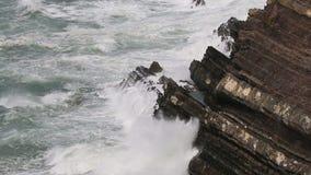 Pogoda sztormowa wzdłuż Atlantyckiego oceanu, Alentejo, Portugalia zbiory wideo