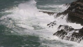 Pogoda sztormowa wzdłuż Atlantyckiego oceanu, Portugalia zdjęcie wideo
