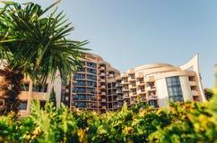 POGODNA plaża BUŁGARIA, SIERPIEŃ, - 29, 2015: Widok fiesta M plaży hotel Zdjęcia Royalty Free