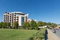 POGODNA plaża BUŁGARIA, Wrzesień, - 8, 2017: Popularny lato kurort blisko Burgas, Bułgaria - widok Hotelowy Festa M Zdjęcia Stock