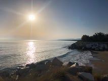 Pogodna plaża przy Capoiale Włochy Apulia Adria obraz stock
