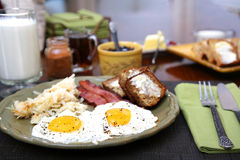 Pogodna strona w górę jajecznego śniadania Fotografia Royalty Free