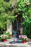Pogodny dom - architektoniczny szczegół Obrazy Royalty Free