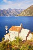 pogodny jesień dzień Montenegro Widok zatoka Kotor i kościół nasz dama aniołowie Fotografia Royalty Free