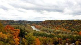 Pogodny jesień krajobraz w Sigulda, Latvia fotografia stock