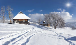 Pogodny krajobraz w górskiej wiosce. Zdjęcie Royalty Free