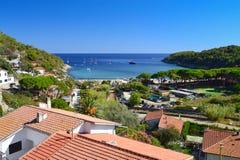 Pogodny letni dzień na Fetovaia plaży, Elba, Tuscany, Włochy Zdjęcia Stock