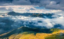 Pogodny ranek w mgłowej Val Di Fassa dolinie Obrazy Stock