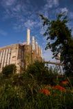 Pogodny ranek Zaniechanego Indiana wojska Amunicyjna zajezdnia - Indiana - Disused elektrownia - obrazy royalty free