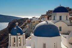Pogodny widok wierzchołki starożytnego grka kościelny ` s góruje Zdjęcia Stock