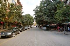 POGRADEC - 5-ОЕ АВГУСТА: Город Pogradec на албанской части озера Ohrid, которое разделено Албанией и македонией стоковые фотографии rf