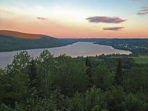 Pohenegamook озера на заходе солнца Стоковые Фото
