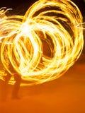 Poi艺术家转动的火焰 库存图片