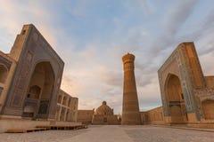 Poi Kalon清真寺和尖塔在布哈拉 免版税图库摄影