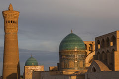 Poi Kalon清真寺和尖塔在布哈拉 库存图片