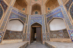 Poi Kalon Madrasah i Bukhara, Uzbekistan Arkivbild