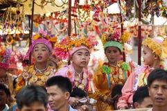 Poi Śpiewał Długo - Buddyjskiego nowicjusza wyświęcenie Obrazy Royalty Free