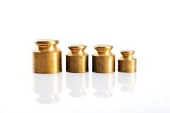 Poids de couleur d'or sur un fond blanc Photo libre de droits