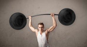 Poids de levage d'homme musculaire images stock