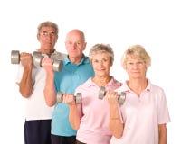 Poids de levage mûrs de personnes plus âgées Images stock