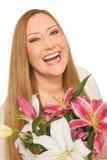 Poids excessif heureux de xxl de femme de fleurs photo libre de droits