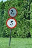 Poids maximum 2 tonnes pour des véhicules Photographie stock