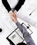 Poignée de main amicale d'en haut photo libre de droits