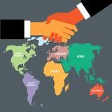 Poignée de main avec la carte du monde Photographie stock libre de droits