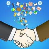 Poignée de main d'affaires avec des icônes de media. Images libres de droits