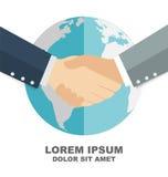 Poignée de main d'affaires avec le globe à l'arrière-plan, escroquerie d'affaires globales Photos stock