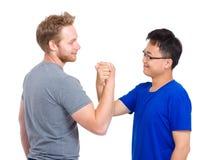 Poignée de main d'homme pour l'amitié et le respect Photos libres de droits