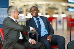 Poignée de main d'hommes d'affaires en voyage Photographie stock libre de droits