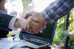 Poignée de main de Businessmans Poignée de main réussie d'hommes d'affaires ensuite Photos libres de droits