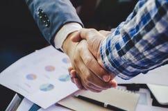 Poignée de main de Businessmans Poignée de main réussie d'hommes d'affaires ensuite Photo libre de droits