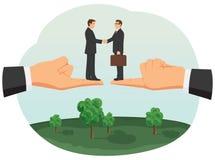 Poignée de main de deux petits hommes d'affaires Images libres de droits