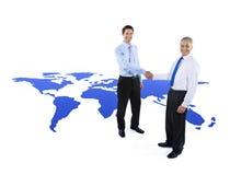 Poignée de main de salutation de coopération d'affaires globales photos libres de droits