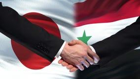 Poignée de main du Japon et de la Syrie, relations internationales d'amitié, fond de drapeau clips vidéos