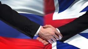 Poignée de main de la Russie et de la Grande-Bretagne, amitié internationale, fond de drapeau clips vidéos