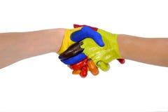 Poignée de main peinte de mains avec le chemin de découpage Images stock