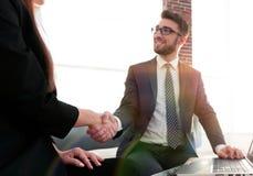Poignée de main réussie d'hommes d'affaires après bonne affaire Photos stock