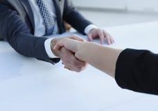 Poignée de main réussie d'hommes d'affaires après bonne affaire Photo libre de droits