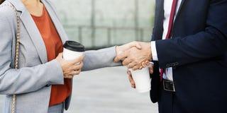 Poignée de main saluant les gens d'affaires d'entreprise de concept de café Photo stock