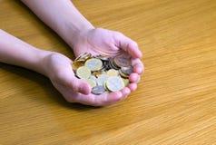 Poignée de pièces de monnaie photos stock