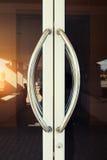 Poignée de porte en aluminium images libres de droits