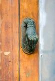 Poignée de porte en laiton de cru Photo libre de droits