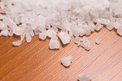 Poignée de sel brut photographie stock libre de droits